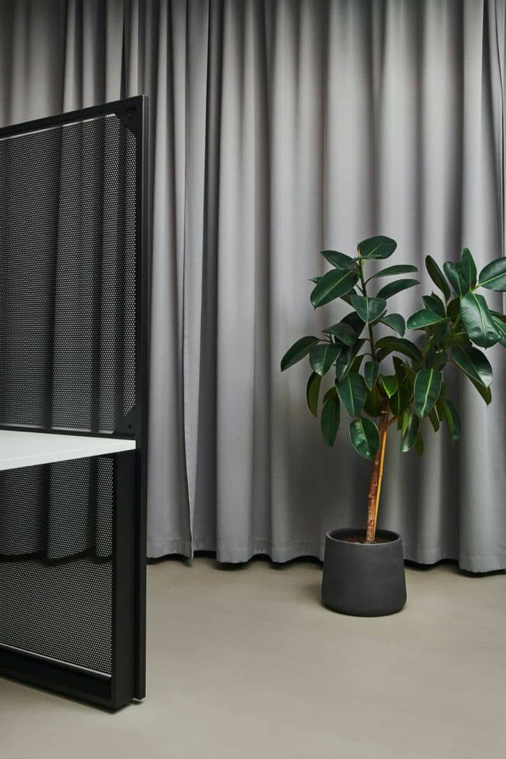 Barrage Office - Plant by the Desk